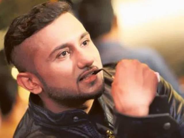 Yo Yo Honey Singh again takes a dig at Raftaar