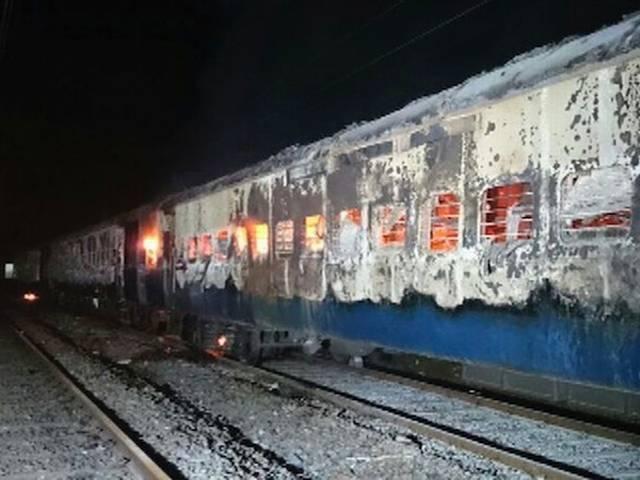 महाराष्ट्र में डहाणु स्टेशन के पास देहरादून एक्सप्रेस में आग से नौ यात्रियों की मौत