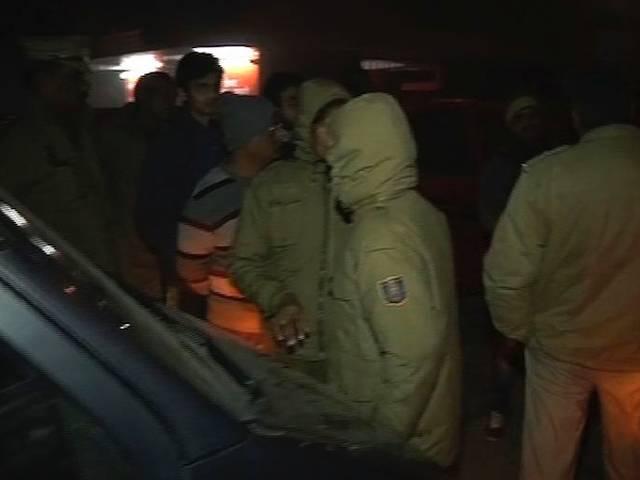 दिल्ली के मालवीय नगर में ड्रग्स और सेक्स रैकेट पर कानून मंत्री सोमनाथ भारती ने मारा छापा