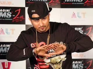 'चार बोतल वोडका' की शूटिंग के बाद सनी लियोने और हनी सिंह की एक झलक…