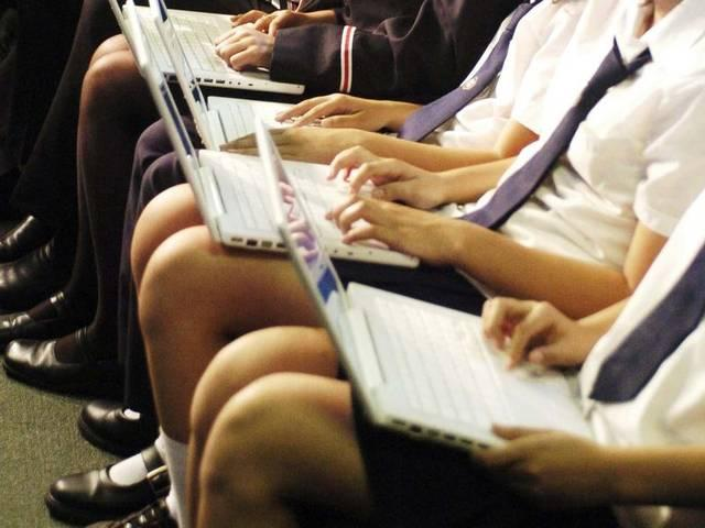 ज्यादातर पैरेंट्स बच्चों से सीखते हैं इंटरनेट और स्मार्टफोन एप्स