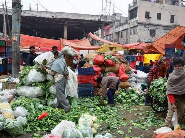 दिल्ली सरकार से नाराज सब्जी और फल के थोक विक्रेता हड़ताल पर, हो सकती है फल-सब्जी की किल्लत