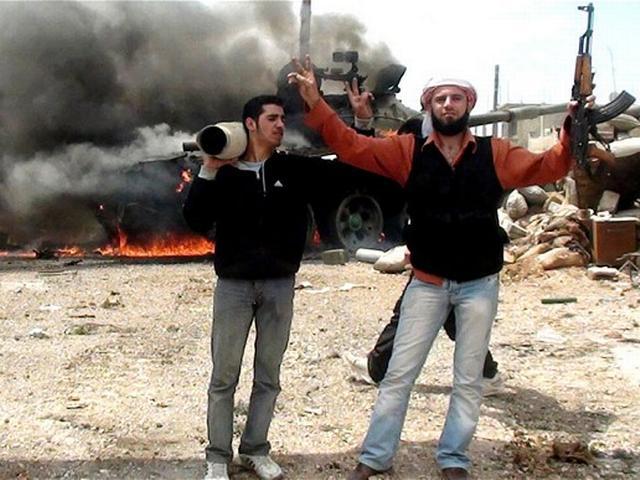एक तरफ जहां सीरिया में मोर्टार हमलों में 9 की मौत हो गयी वहीं होम्स में 83 नागरिक सुरक्षित निकाले गए