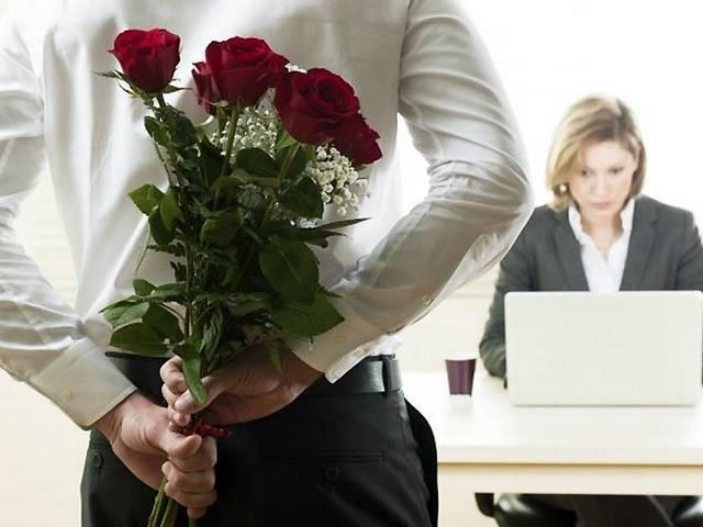 वैलेंटाइन स्पेशल: ऑफिस में भी हो सकता है प्यार का इजहार