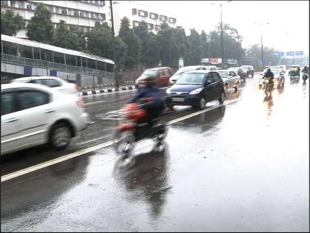 सर्दी में टिप-टिप बरसा पानी: दिल्ली-एनसीआर में रात भर बारिश से बढ़ी सर्दी, अभी तक नहीं निकली धूप