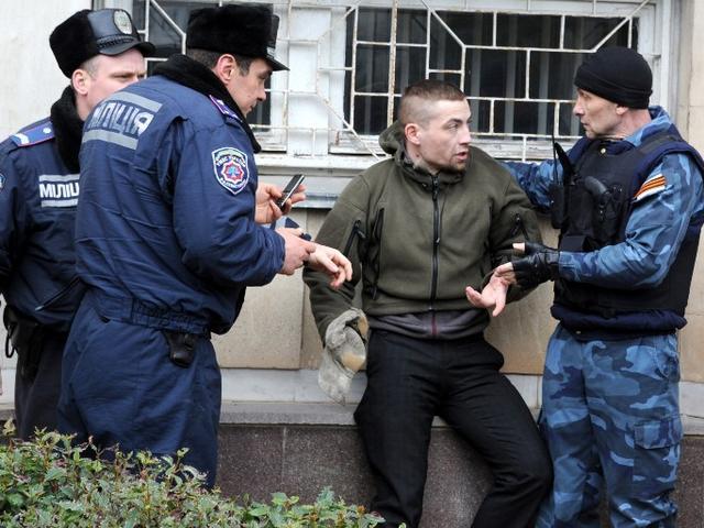 यूक्रेन में रूस समर्थकों ने चार यूक्रेन समर्थकों को बंधक बनाया: सूत्र