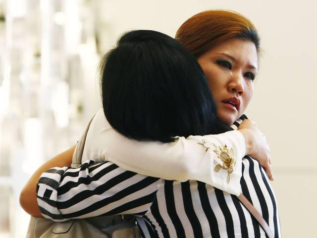 विमान के दुर्घटनाग्रस्त होने की घोषणा से टूट गए पीड़ितों के परिजन