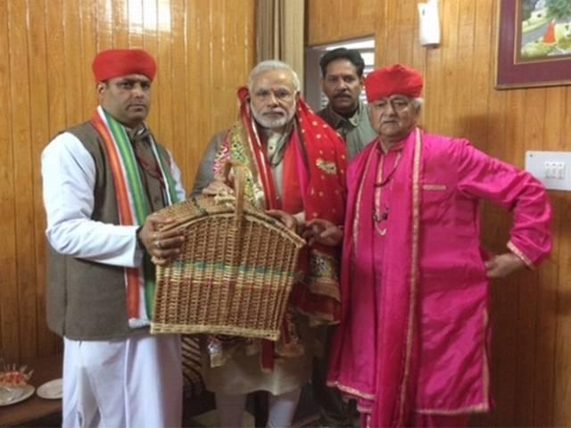 चुनावी रैली के बीच मोदी की वैष्णों देवी यात्रा