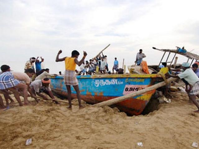 श्रीलंकाई नौसैनिकों के हमले में 50 मछुआरे घायल
