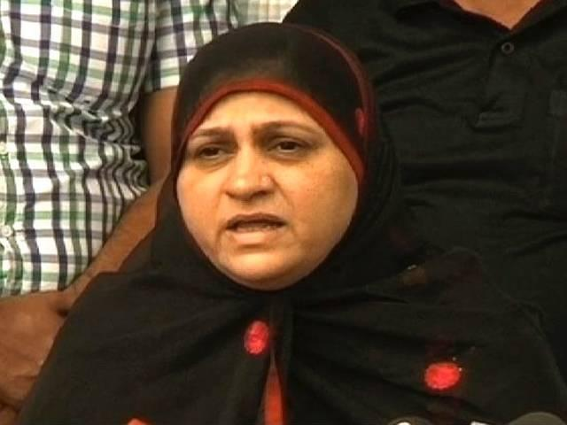 मुख्तार अब्बास नकवी के घर धरने पर बैठीं साबिर अली की पत्नी, भटकल से रिश्ते के आरोपों पर माफी की मांग