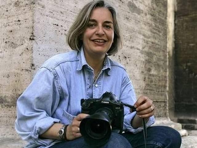 एपी की एक फोटोग्राफर की मौत, एक और रिपोर्टर घायल