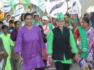 राखी सावंत ने निकाली पदयात्रा