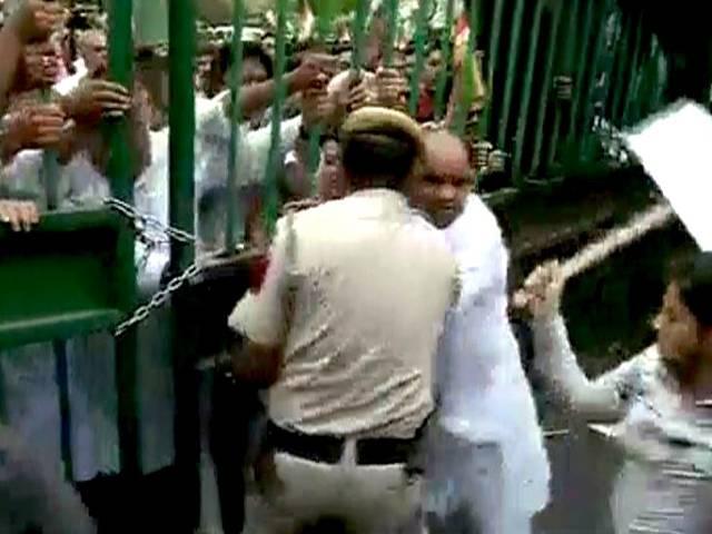प्रियंका पर आपत्तिजनक टिप्पणी करने वाले सुब्रमण्यम के खिलाफ कांग्रेस का विरोध प्रदर्शन