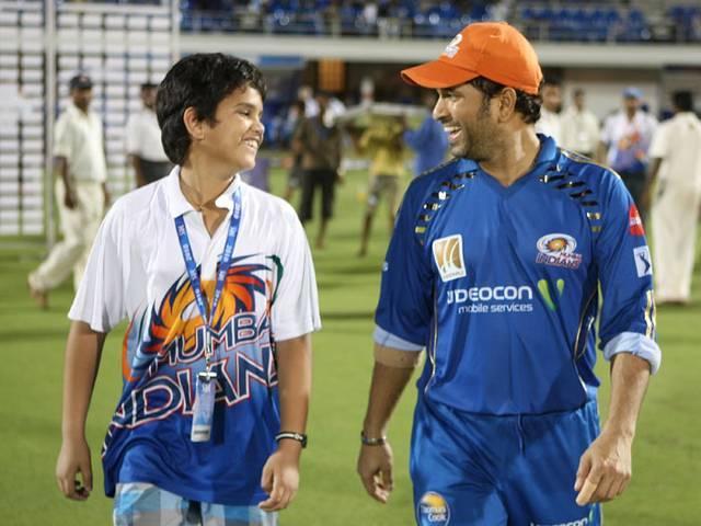 तेंदुलकर ने बेटे अर्जुन के साथ मुंबई इंडियन्स के नेट पर गेंदबाजी की