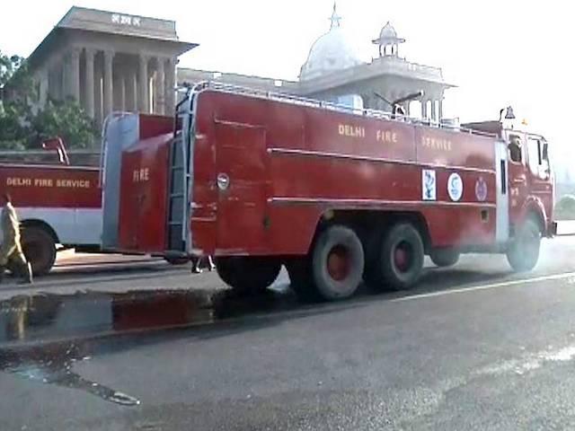 प्रधानमंत्री कार्यालय के एक कमरे में लगी आग पर काबू, दमकलकर्मियों को एसपीजी ने अंदर जाने से रोका