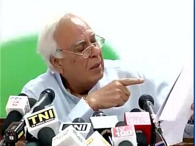 असम में हिंसा में 32 लोगों की मौत पर बोली कांग्रेस, मोदी ने देश का माहौल बिगाड़ा