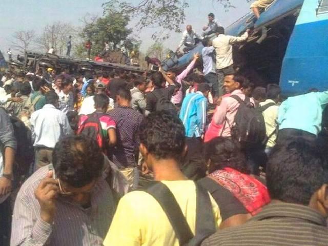 महाराष्ट्र के रायगढ़ में ट्रेन पटरी से उतरी, नौ की मौत और 30 घायल