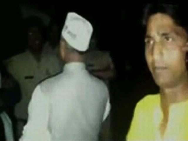 बाहरी लोगों के अमेठी छोड़ने की बात पर आधी रात को पुलिस पर भड़के कुमार विश्वास