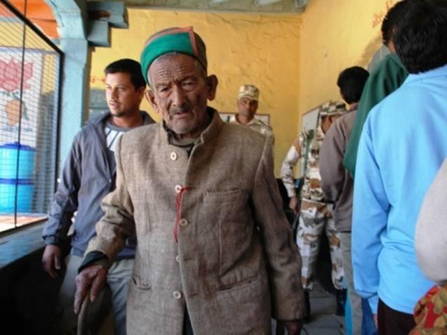 ABP LIVE: आठवें चरण की 64 सीटों पर मतदान शुरू, वोटिंग के दौरान पहली बार राहुल गांधी अमेठी में