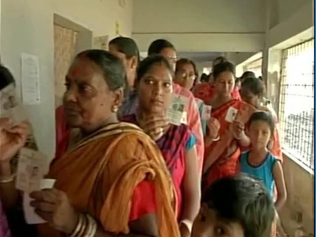 पश्चिम बंगाल में 11 बजे तक 41 फीसदी से अधिक मतदान