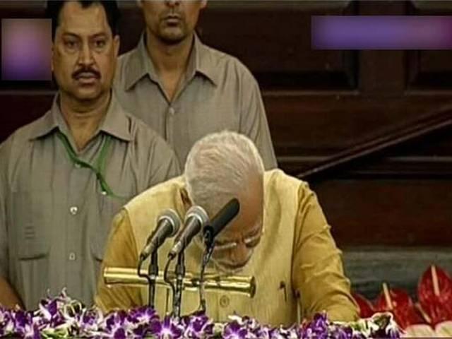 मोदी की नियुक्ति में केवल बीजेपी के बहुमत को संज्ञान में लिया राष्ट्रपति ने