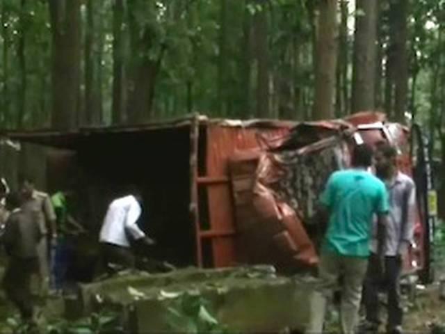 हिमाचल प्रदेश: बस खाई में गिरने से 11 की मौत, 48 घायल