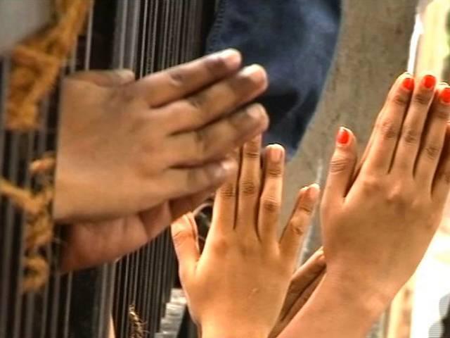 कैंपा कोला: गुहार के बीच शुक्रवार को नहीं हो सकी कार्रवाई, अब इंतज़ार शनिवार का है