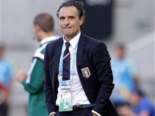 इटली के कोच और फुटबाल महासंघ अध्यक्ष ने पद छोड़ा