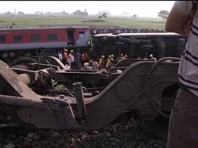 DEBATE: राजधानी संभाल नहीं सकते, बुलेट ट्रेन का सपना दिखा रहे हैं?