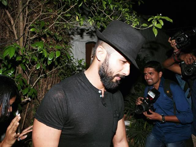none_know_shahidkapoor_in_kashmir_newlook