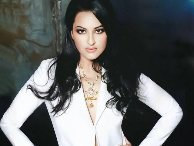 sonakshi_sinha_gets_compliments_for_lootera