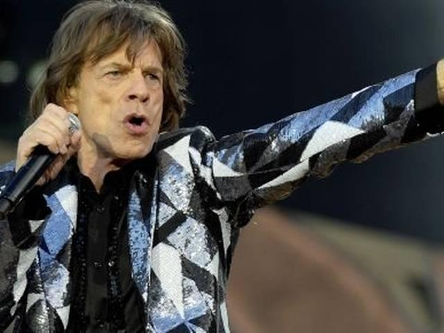 Mick_Jagger_reportedly_takes_two_girls_to_hotel_room