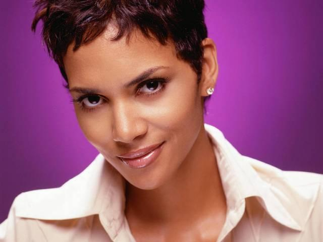 _Halle _Berry _believes _there _are _Aliens