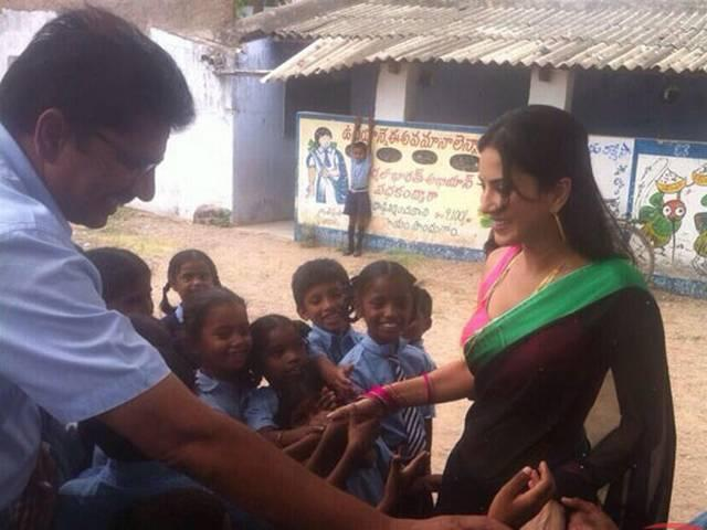 sunny_leone_school_teacher