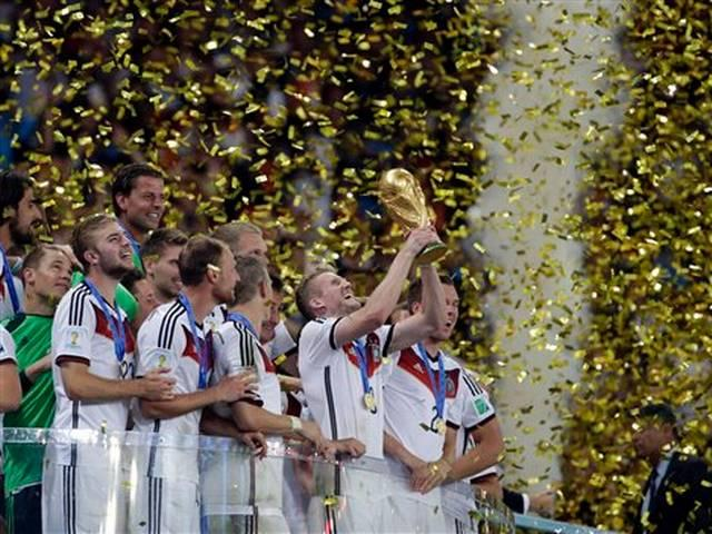 FIFA 2014_GERMANY_WORLD CUP TROPHY_VICTORY_FANS_