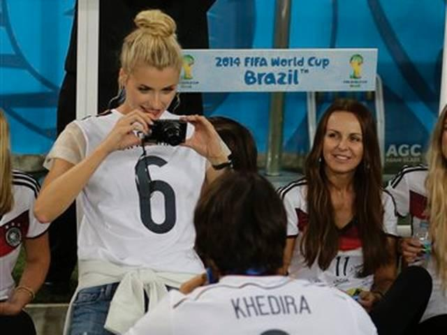 _post _victory _German _players _and _their _girlfriends