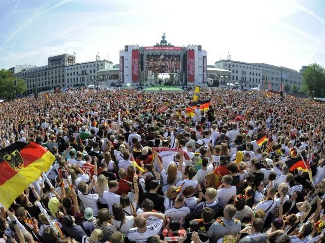 German_national_soccer_team_reaches_Home