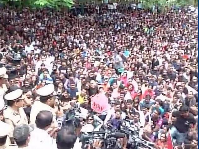 Bangalore school sexual assault case : Protesters gather near a Police station