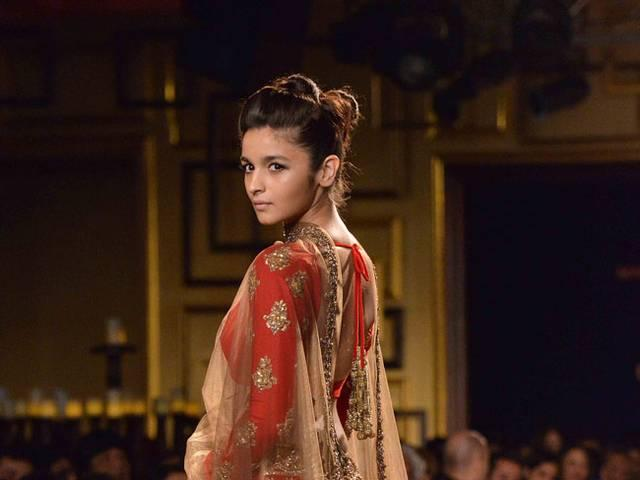 its_like_a_dream_to_do_ramp_walk_for_manish_says_alia