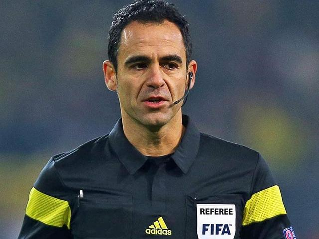 Fan suing for €1 billion over World Cup ref