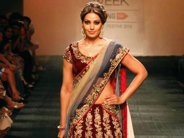 Bipasha Basu, Dia Mirza walk the ramp for friend and designer Vikram Phadnis