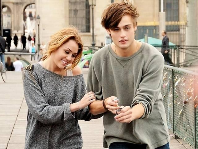 who is douglas booth currently dating Taylor's got it all -- beauty, talent and success -- but 'romeo and juliette' star douglas booth is still giving her the cold shoulder after their november date, according to a new report.