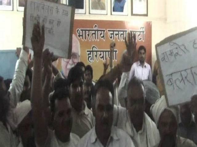 bjp workers fight to each other