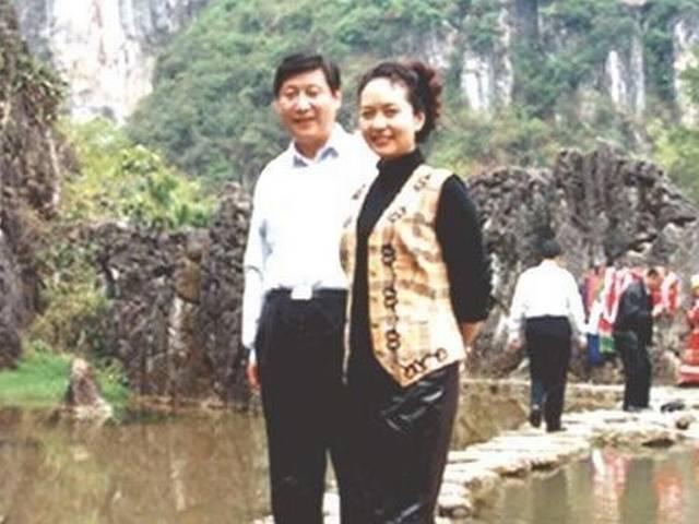 Xi Jinping's singer wife Peng Liyuan charm