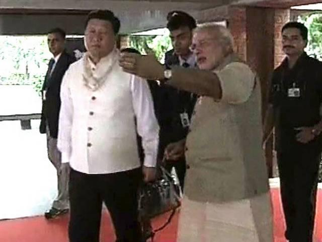 PM Modi welcomes Xi Jinping in Ahmedabad