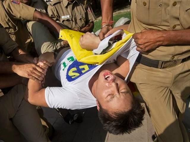 Tibetan youth protest against china prez