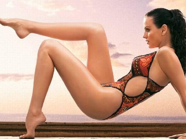 Most Sizzling Calendar Girls from Bollywood!