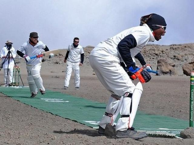 Cricketers play on Kilimanjaro to set new world record