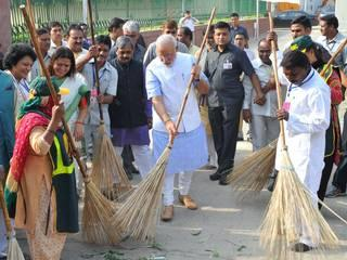 The Prime Minister Narendra Modi at India Gate to launch SwacchH Bharat Mission
