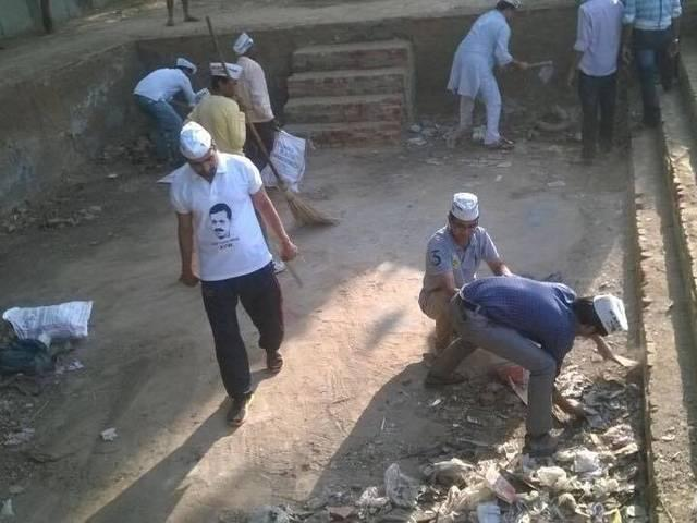 AAP sends 2,500 photos to Delhi mayors showing garbage in city